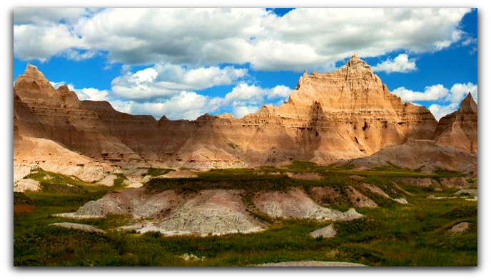 Where is the Oldest Mountain Range in North /America Badlands National Monuments & Park